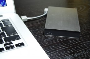 MacBookAir&デジカメ使いはポータブルHDDとApertureがおすすめ。